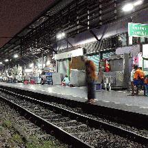 タイ国鉄の旅 3 - 早朝のバンコク=ウォンウィエン・ヤイ駅