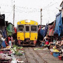 タイ国鉄の旅 7 - メークロン線 メークロンの線路市場