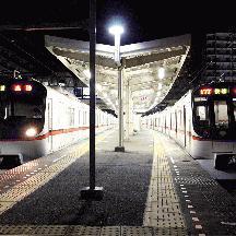 京成線 都営5300形の快速高砂行を追い抜く都営5300形の快速高砂行