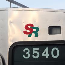 芝山鉄道3500形に「SR」ロゴステッカーを貼付